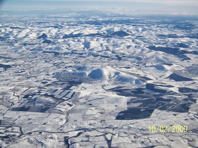 Foto desde el avión de Escocia nevada