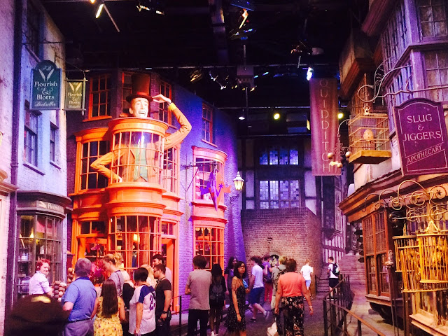 The Making of Harry Potter - Diagon Alley