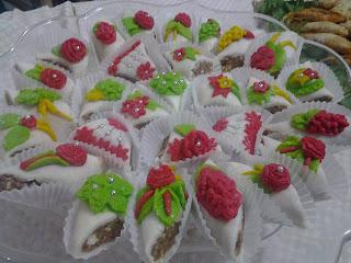 حلويات العيد : حلوة بالبسكوي ونيسلي مزينة بعجينة اللوز بدون طهي غاية في الروعة بالصور