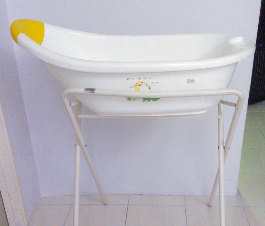 jualan barangan bayi dan kanak kanak preloved mothercare bath tub and fo. Black Bedroom Furniture Sets. Home Design Ideas