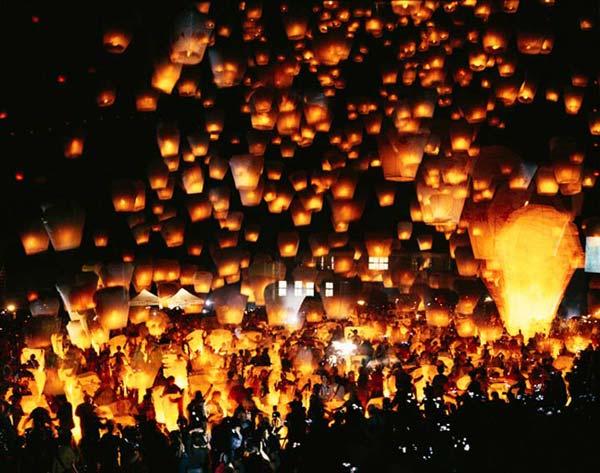 4689lantern1 أجمل مهرجانات العالم ''مهرجان المصابيح في تايلند '' سيذكرك بفيلم ديزني الشهير Tangled