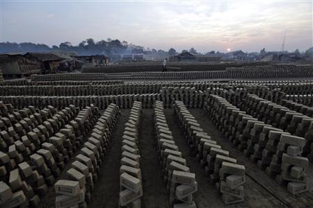 Myanmar, berhasrat, untuk, meningkatkan, taraf hidup,, memodernisasi, dengan, reformasi, baru,