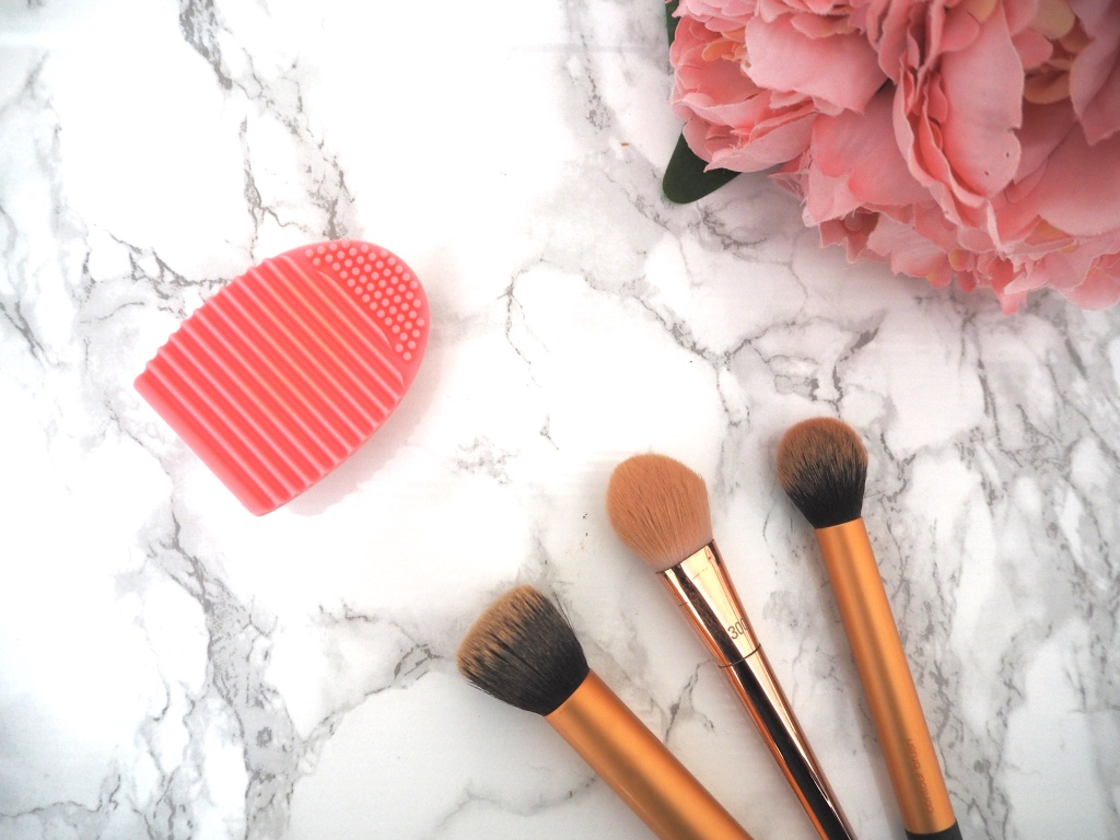 HOW I CLEAN MY MAKEUP BRUSHES | BORN PRETTY STORE REVIEW