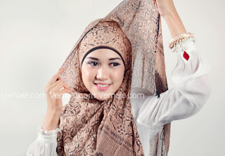 cara+memakai+jilbab+pashmina+(3) Cara Mudah Dan Cantik Memakai Jilbab Pashmina 2014