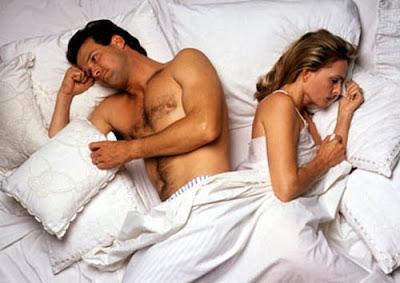Hombre y mujer en cama