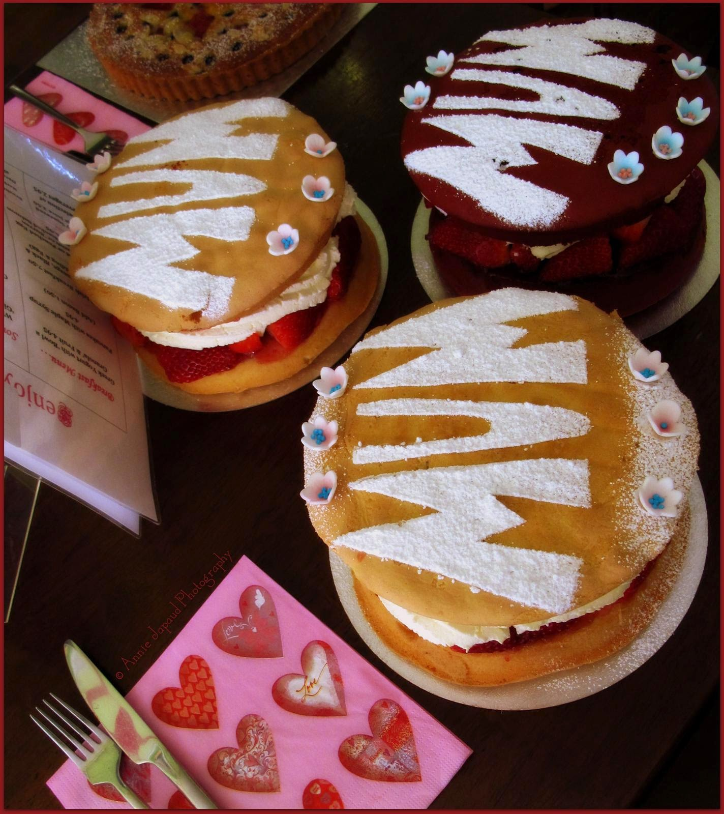 images of Victoria sponges with mum written on them