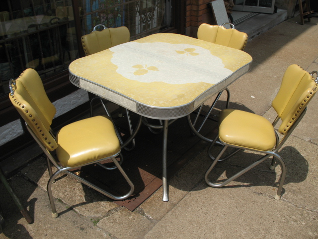 Color my world vintage kitchen cabinets for Retro kitchen table and chairs
