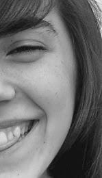 Sonríe, y no dejes que ningun problema te impida ser feliz