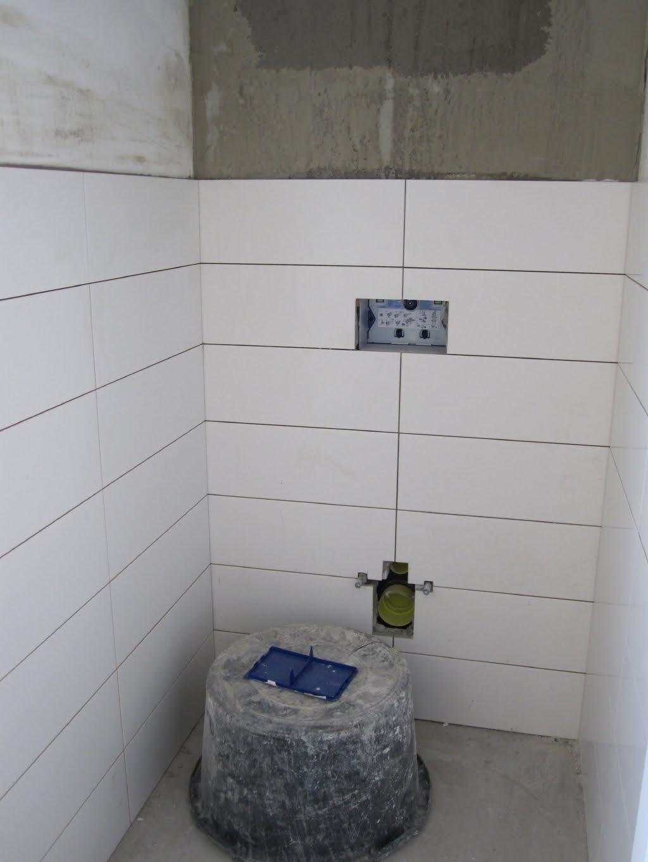 Nummer 6 badkamer en toilet tegelen - Betegelen van natuurstenen badkamer ...