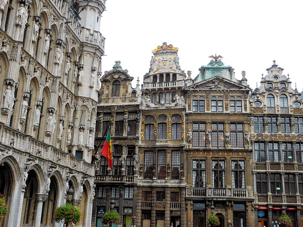 Although the French demolished most of the Grand Place in 1695 save the City Hall, the Baroque-style architecture you see today was the result of a four-year restoration project.