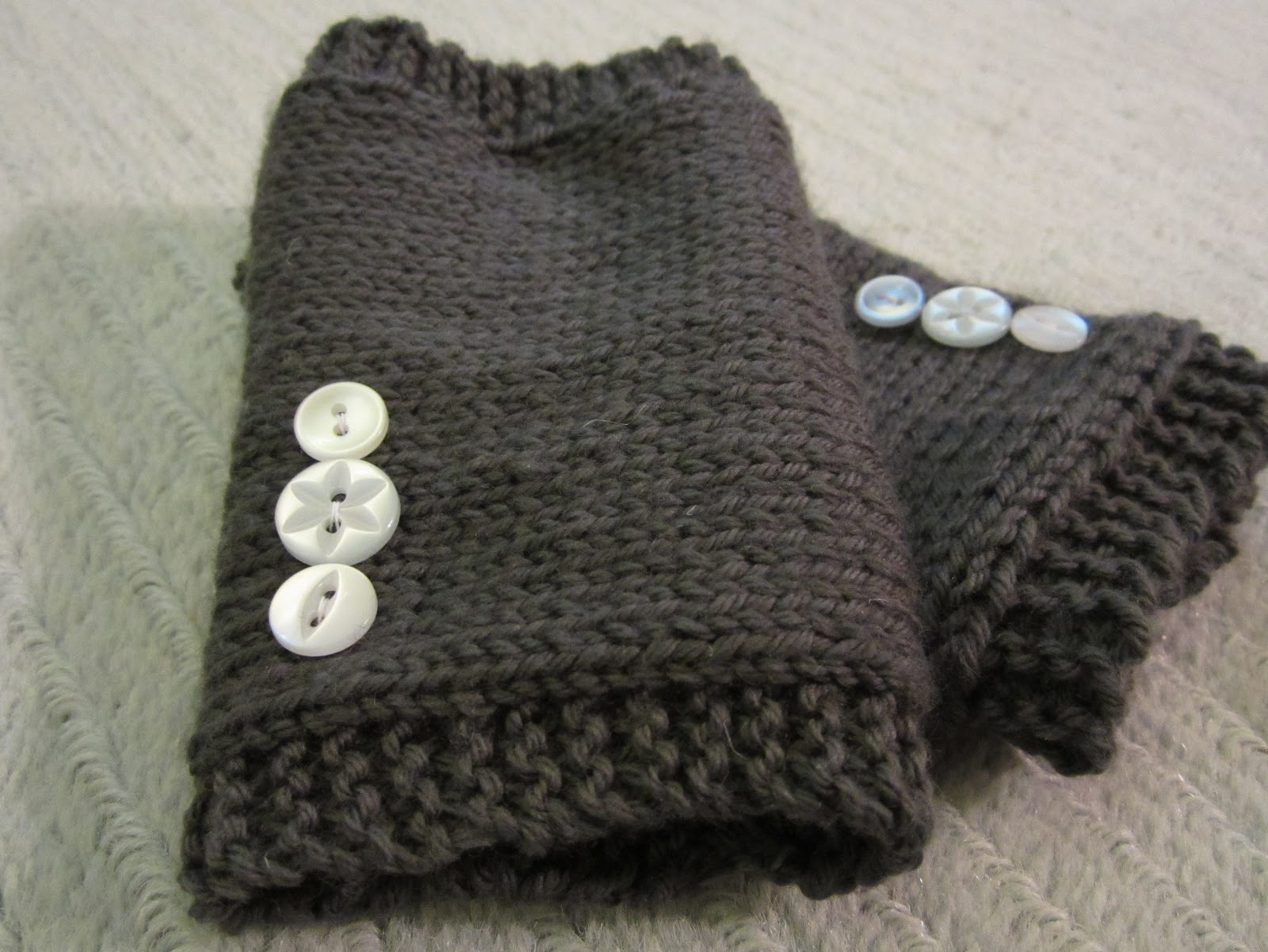 Knitted Hand Warmers ~ Crafty Weekend: Craft projects for the weekend