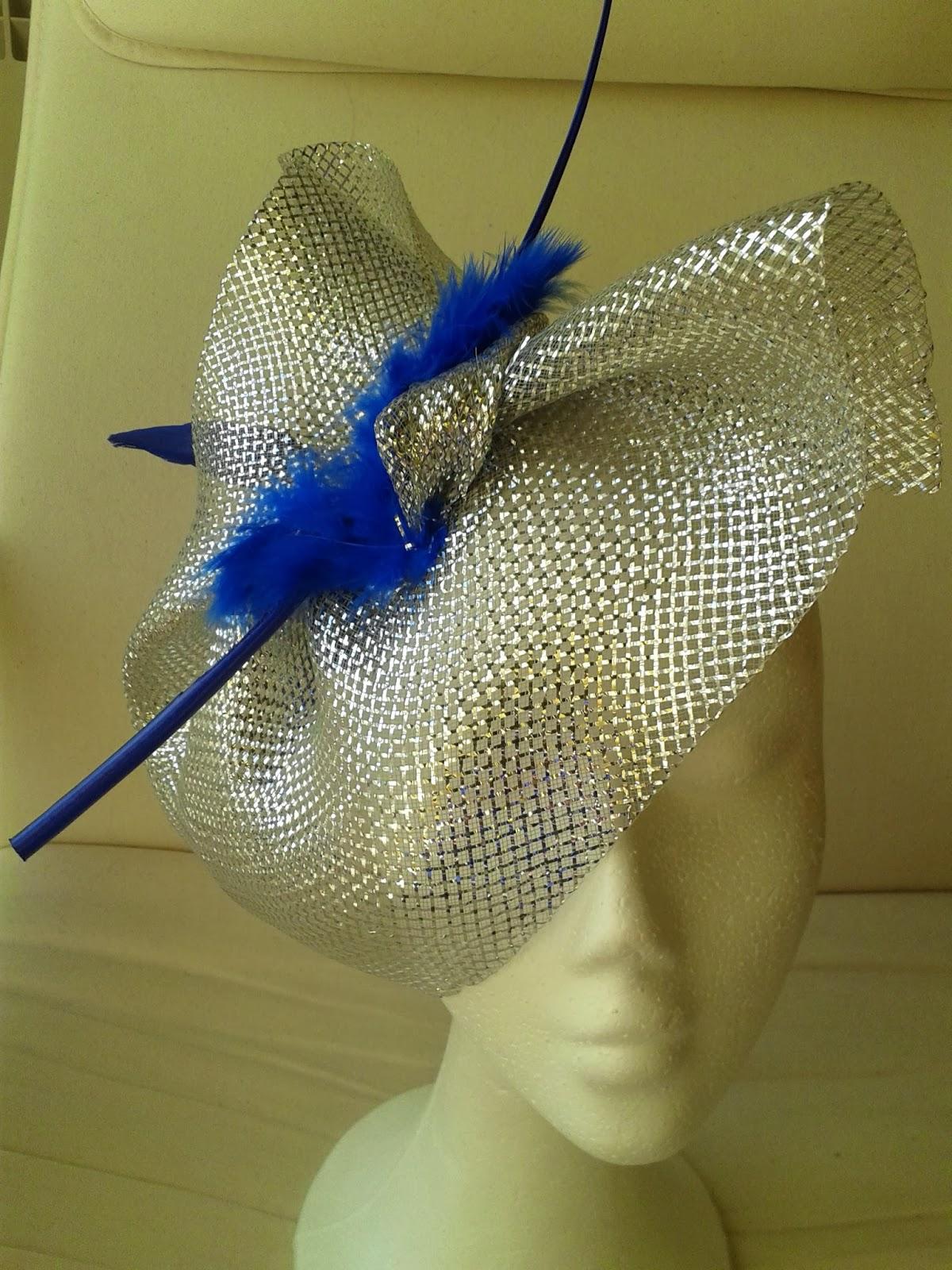 tocado en tonos plata, tocado tonos azul, tocados baratos, tocados económicos, tocados para bodas, tocados con plumas