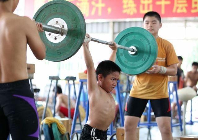 الصين وكيفية صناعة الأبطال الألومبيين China-gymnasium-Olympic-children-8