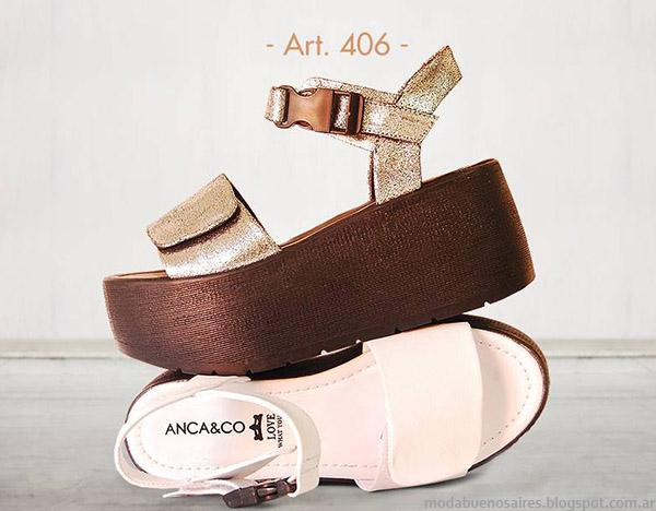 Blanco, dorado y plata, colores de moda primavera verano 2015 sandalias y zapatos.