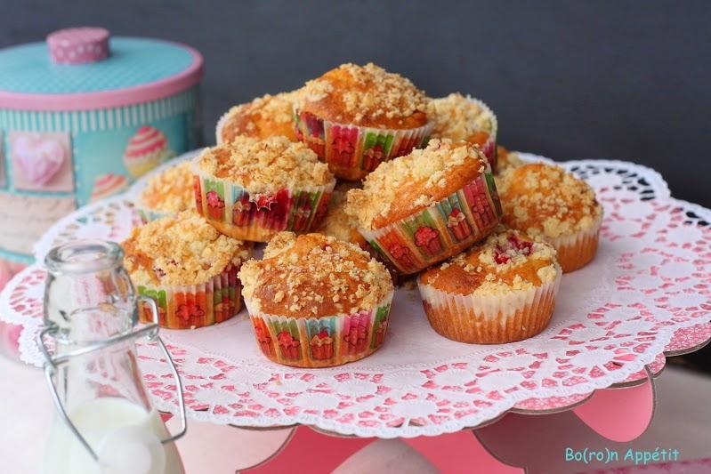 Muffiny kokosowe z truskawkami i kruszonką