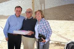 Con el Rector de la U.C. Dr. Ignacio Sánchez  y  Pilar Cereceda en el oasis de Alto Patache