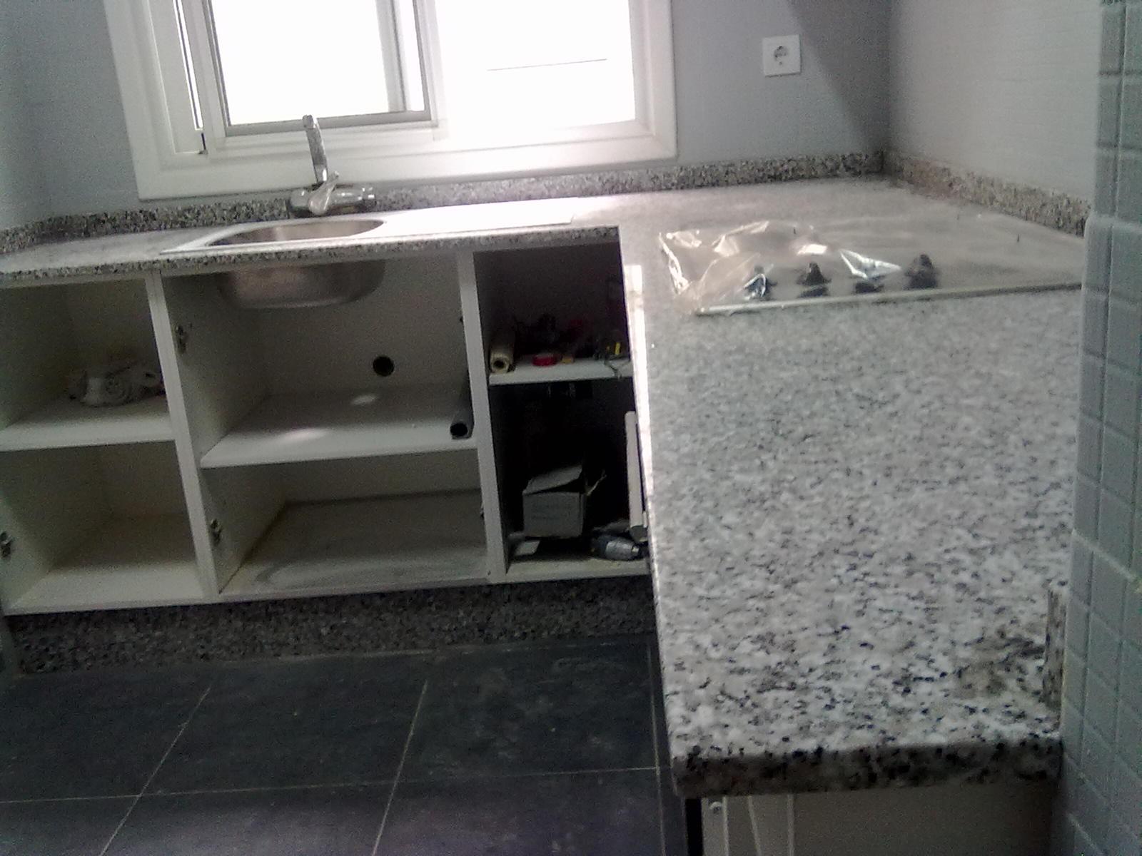 Marmoles vedat s l u montaje encimera granito blanco perla - Encimera granito blanco ...