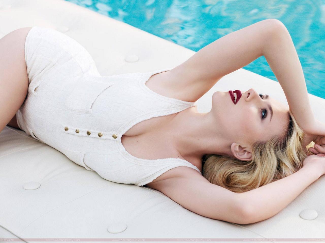 http://1.bp.blogspot.com/-V4o0b9yUwoU/ThRfxcGJStI/AAAAAAAAHgI/iNvObHqZvU8/s1600/Scarlett_Johansson_lingerie_photo_shoot.jpg