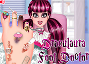 Draculaura Foot Doctor