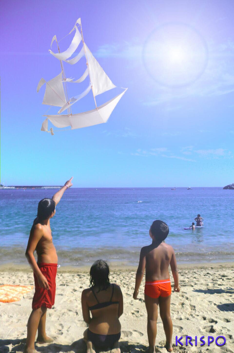 barco velero surcando el cielo en fotomontaje desde la playa