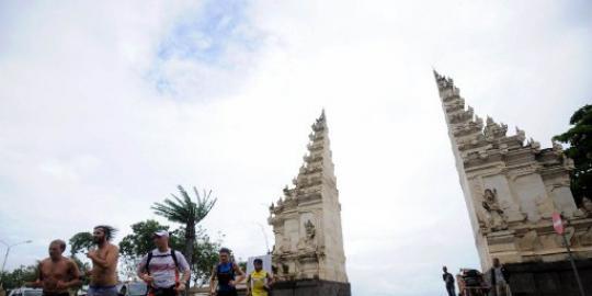 Hebat !!! Remaja 22 tahun Keliling Dunia Tanpa uang tiba di Bali