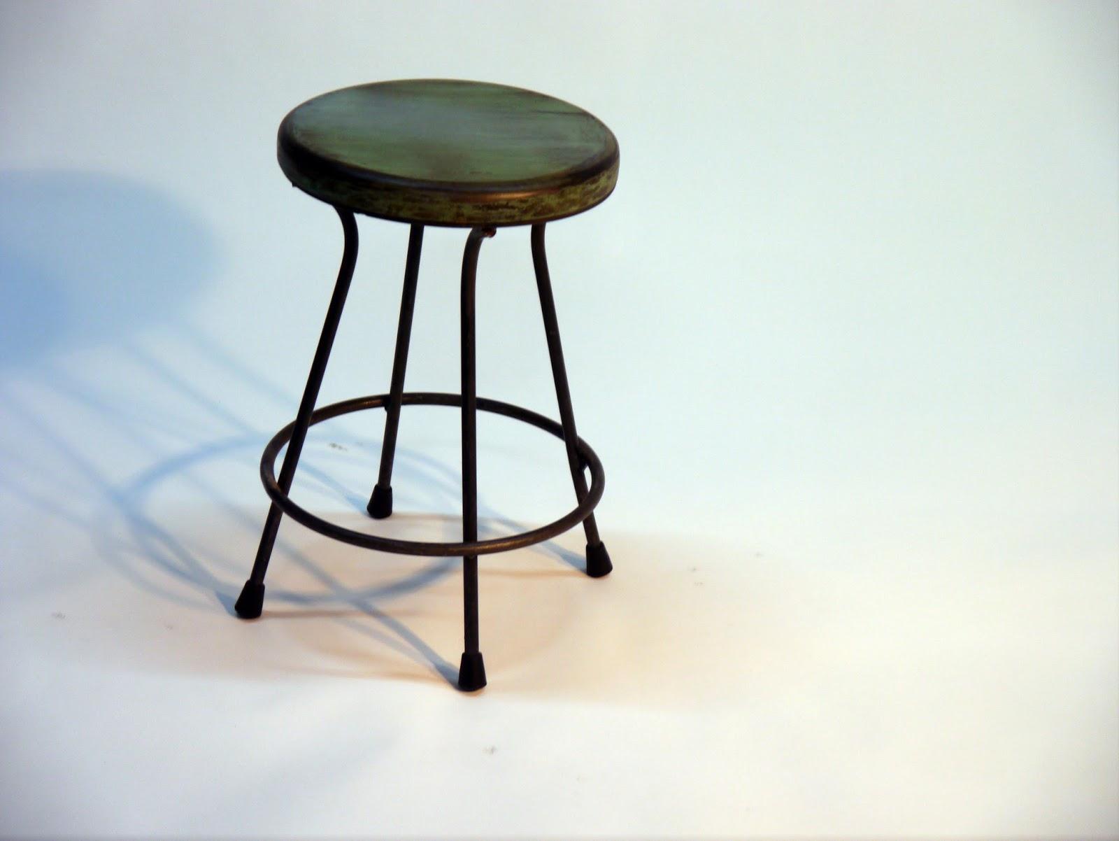 Mesas y sillas en metal de estilo industrial en hierro y for Mesas y sillas para hosteleria