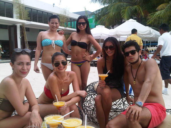 anne curtis with vaness del moral and solenn heusaff bikini pic 02