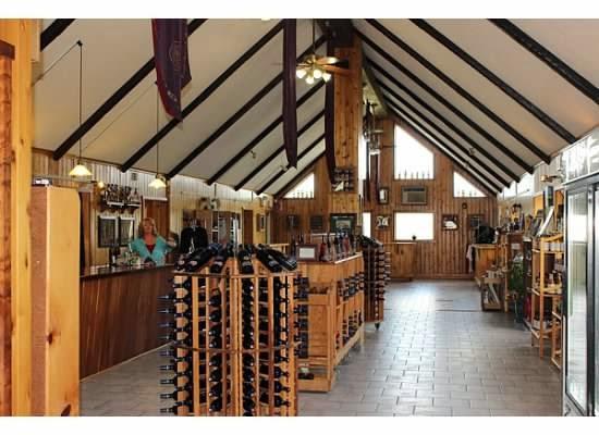 Lakewood Vineyards Wine Tasting room