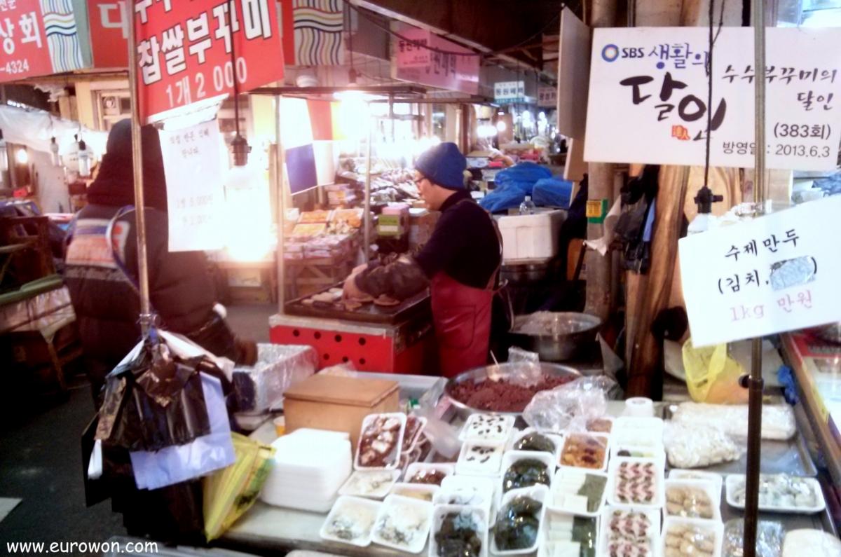 Vendiendo susubukkumi en un mercado coreano