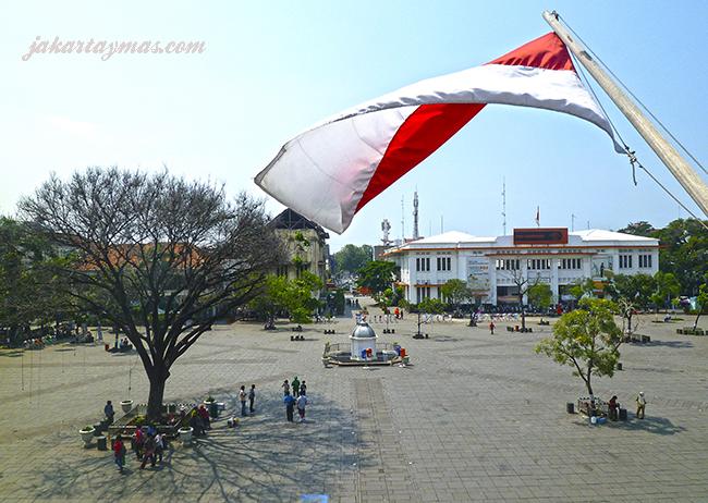 Bandera y Plaza Fatahillah en Yakarta