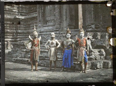 Danseuses-Angkor-Autochrome-Leon-Busy-1921