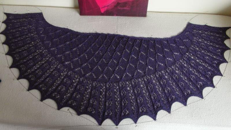 TE KOOP: rond model paarse sjaal.