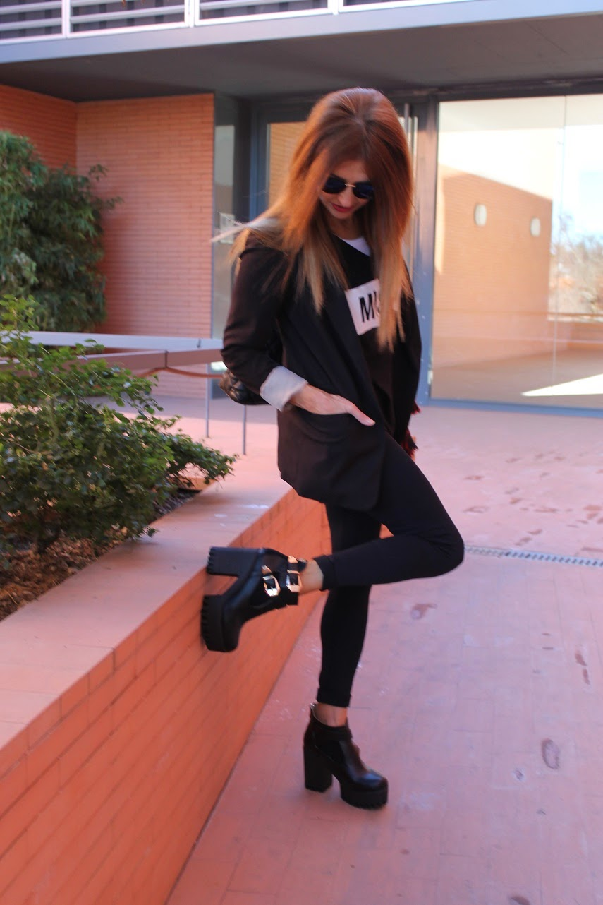 Hakei, Missing, Calzedonia, T-shirt, Bag, Look, Cool, Booties, Jacket, Glasses, Fashion Style, Carmen Hummer, Trendy, Blog de Moda
