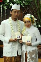 Intelejensi Pulau Kapuk: Picking up Moeslem Wedding Dress