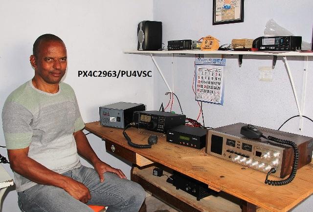 PU2VSC Valter Silva em sua estação com o IC 718