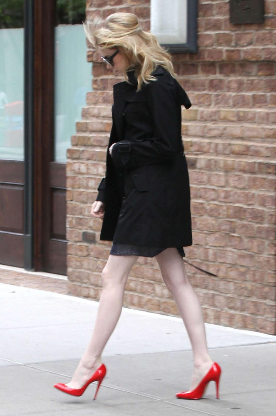 http://1.bp.blogspot.com/-V71WCnoJBEg/T-3IIq_ZmKI/AAAAAAAAHw4/FPtLfia48NU/s1600/Emma+Stone+Candids+-+Leaving+Her+Hotel+In+New+York+01.jpg