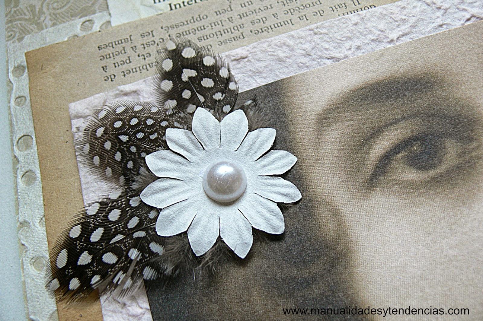 tocado vintage con plumas y perlas