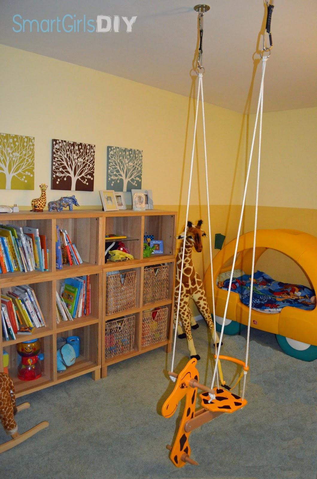 Car Bed And Giraffe Room