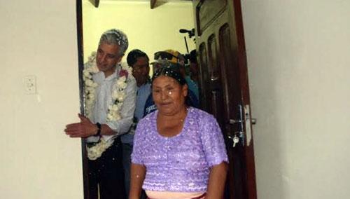 Vicepresidente entrega 102 viviendas sociales en Santa Cruz