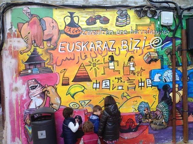 """Euskaraz Bizi """"Vive en Euskera"""" (Zarautz, Euskal Herria)"""