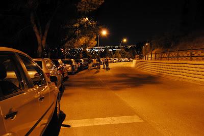 La gente llegaba a la llamada de Milenio 3 y Cuarto Milenio para la noche del 9 al 10 de junio de 2012.