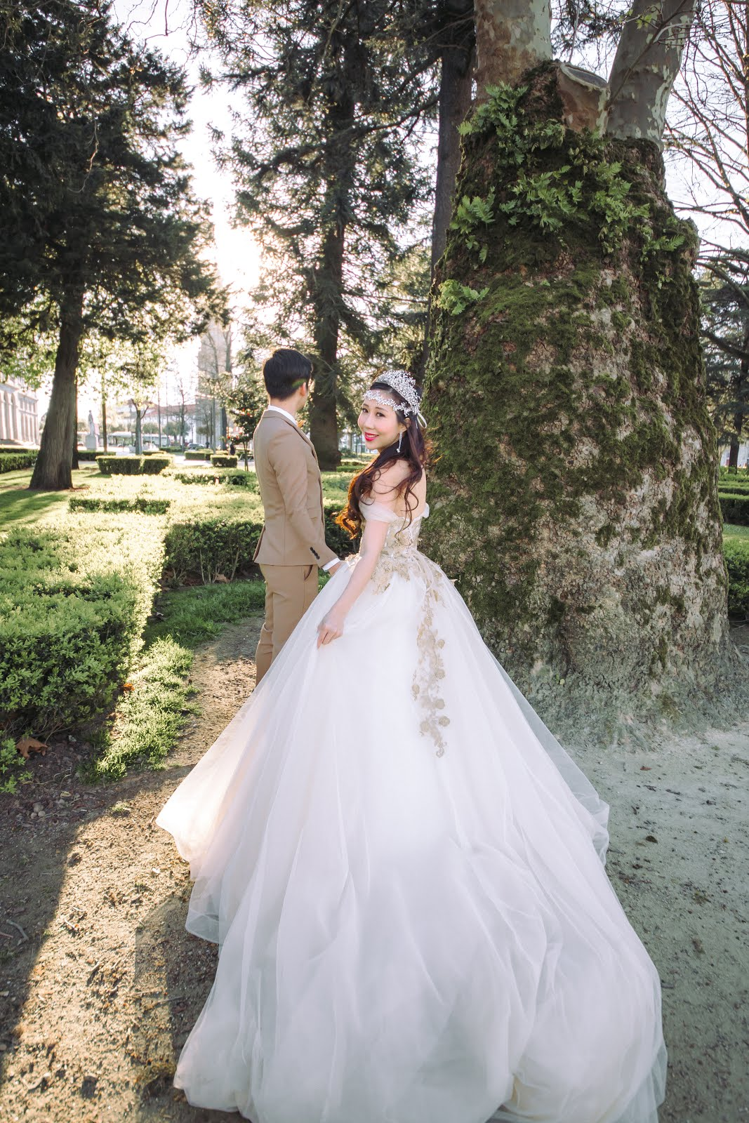 Dr Victor Teng & Sara Shantelle Lim's Pre-Wedding Photos at Carmo and Carmelitas (PART 3)