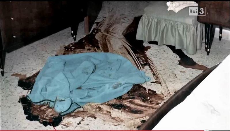 La strage di via caravaggio la scena del delitto foto for Vasca da bagno nella camera da letto principale