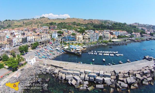 Fischerhafen von Aci Castello Luftperspektive