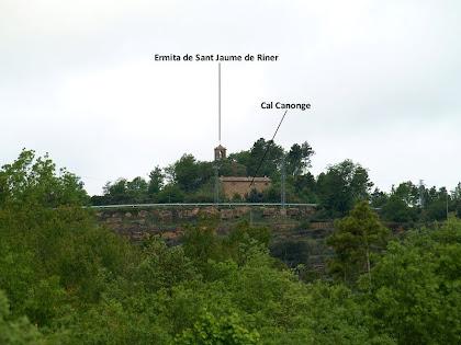 Cal Canonge i l'ermita de Sant Jaume de Riner des de l'encreuament amb la Rasa del Borràs