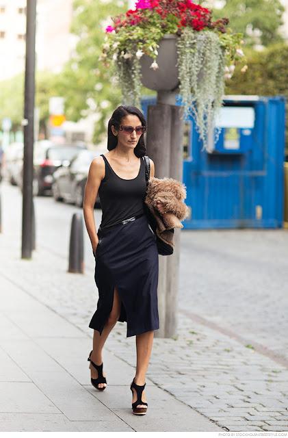 Para ir a lo oficina ¿qué me pongo? falda negra, camiseta negra pieles