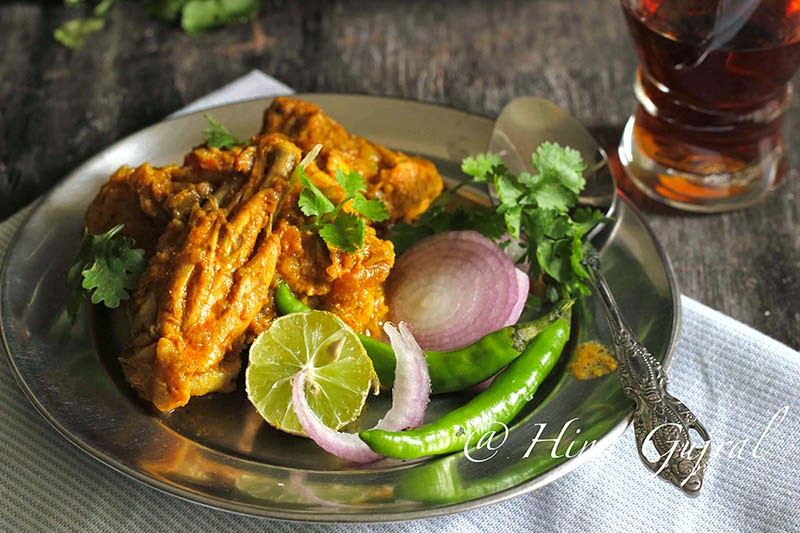 Lahori Murgh as the name suggests is the recipe from Lahori Cuisine and needless to mention that Lahore is one of the cities in Pakistan.