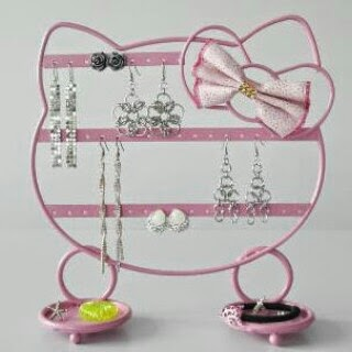 Gantungan anting hello kitty