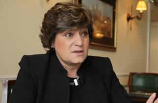"""Ana Gomes considera """"imperativo"""" que Governo português transmita o seu protesto a Luanda"""