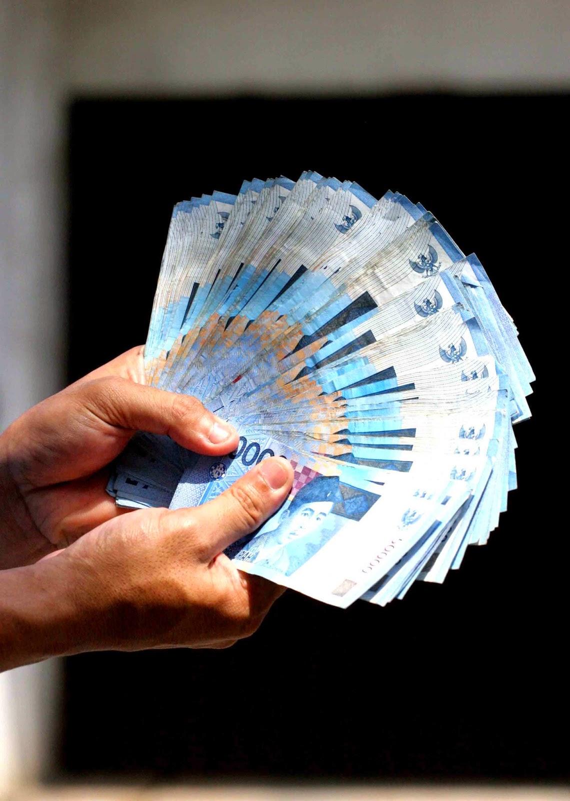 http://www.operatorsekolah.com/2015/04/guru-non-pns-dapat-subsidi-300rb-per.html